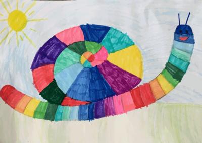 Türkan aus der 2. Klasse hat eine Regenbogenschnecke gemalt - alles wird Frühling, alles wird gut!